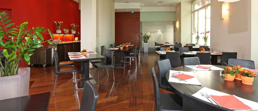 Hotel Waldstaetterhof, Lucerne, Switzerland - restaurant.jpg